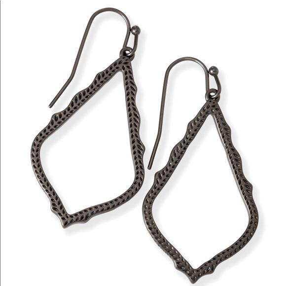 85e9e95409e29 Kendra Scott Sophia gunmetal drop earrings EUC
